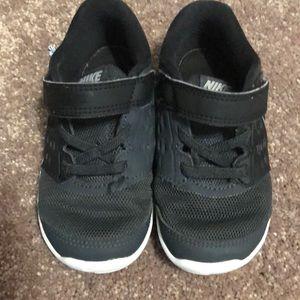 Nike stelos size 8c